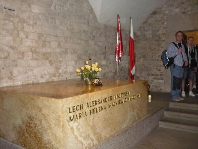 Hrobka bývalého prezidenta Lecha Kaczyńskeho a jeho manželky Marie Kaczyńske