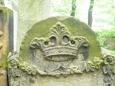 Koruna na náhrobku