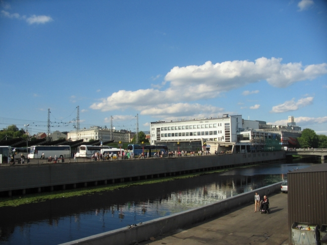 Autobusové nádraží, tady jsme včera začínali.