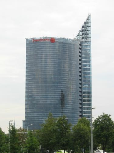 Již zmíněný nejvyšší mrakodrap v Lotyšsku, tentokrát pěkně zblízka