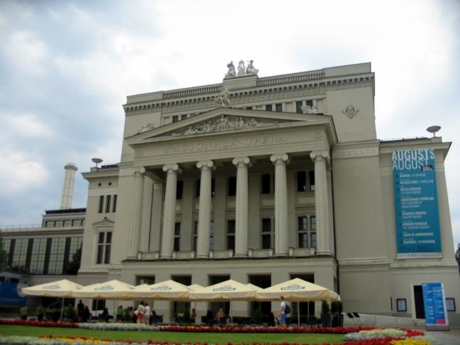 Lotyšská národní opera vznikla v roce 1912, její budova pochází z roku 1863.