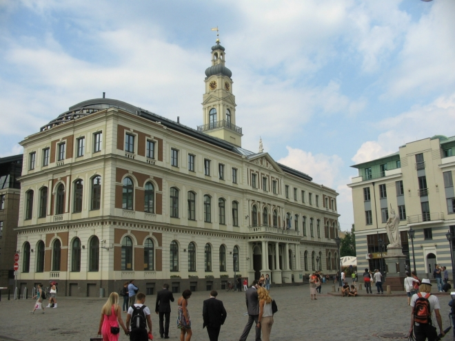 Rižská radnice, i tato stavba musela být zcela přestavěna, za války to zkrátka schytalo celé náměstí.