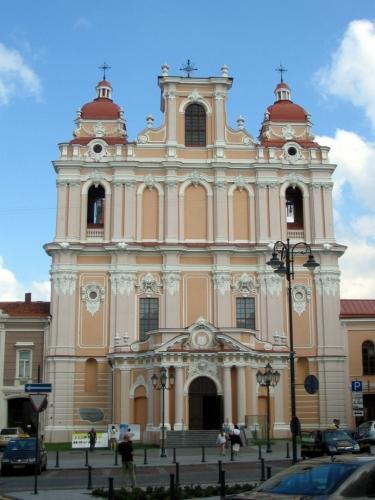 Vilnius je v první řadě velká přehlídka kostelů. Kostel sv. Kazimíra (Šv. Kazimiero bažnyčia) poblíž Radničního náměstí.