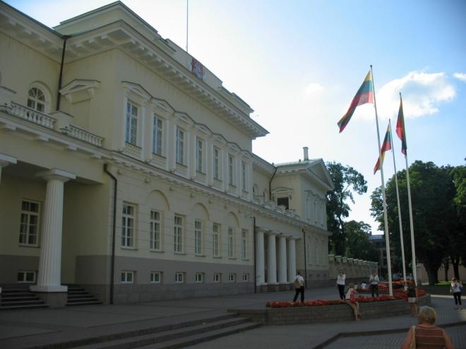 Skoro za rohem se nachází i Prezidentský palác. Bohužel nás nenapadlo podívat se na jeho krásné zadní nádvoří.