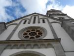 Novorománský kostel Proměnění Páně v Žihobcích byl vystavěn v letech 1872-76 na místě zaniklého gotického kostelíka. Je dominantou obce a překvapuje svými rozměry.