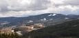 Z rozhledny je možné spatřit mnoho známých vrcholů Šumavy.  Na JJV spatříme Javorník a blízký Ždánov.