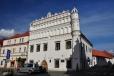 Voprchovský dům je jednou z nejvzácnějších stavebních památek ve městě.Pozdně gotický dům má základy ze 14. století. Přední část stavby zdobí vysoká renesanční atika z r. 1600. V přízemí se dochoval pozdně gotický vstupní portál a v patře zbytky renesačních fresek.V domě sídlí Muzeum Šumavy.
