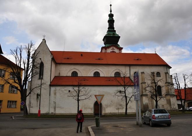 Arciděkanský kostel sv. Václava je největší církevní památka ve městě. Původně gotická trojlodní bazilika ze 14. století byla barokně přestavěn po požáru města 1707 a v letech 1884-85 regotizována.Sochy na oltáři pocházejí z r. 1659, náhrobní kamenné desky v kostelní dlažbě z doby po r. 1560 a oltářní obraz patrona České země sv. Václava z r. 1861.