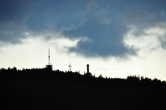 Poslední fotka patří Svatoboru, kde se mezitím rozestoupily tmavé, deštěm nacucané mraky.
