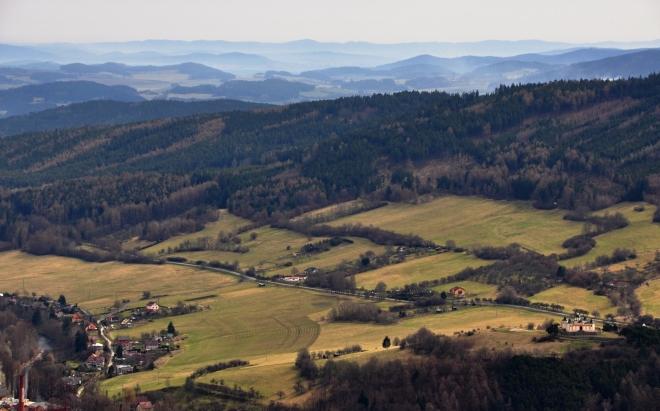 Pohled směrem k Horažďovicím. Vpravo dole Andělíček Strážníček.