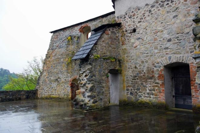 Zvíkov - terasy, vzniklé zřícením křídel paláce