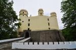 ll. Na vysokém, skalnatém ostrohu Vltavy byl ve 14.století císařem Karlem založen hrad původně plnící úlohu celnice, kde se vybíralo clo ze zboží na proplouvajících lodích ...