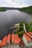... a dnes, kdy masy vod Orlické přehrady ukryly 80 m skalních srázů je hladina tak blízko ...