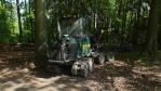cestou potkáváme harvester, tenhle je speciálně pro prořezávku lesního porostu ...cena - ani se raději neptejte ....