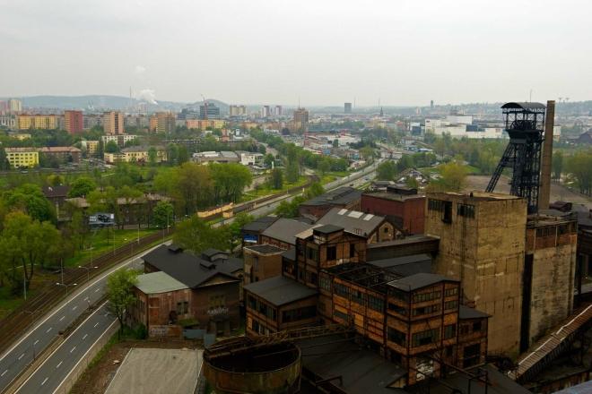 výhled z vrcholu VP1 na areál dolu Hlubina a na město Ostrava