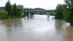 kousek od mostu je soutok s Litavou, řekou která teče z části Brd a Příbramska ...
