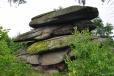Jaká pekelná síla navršila na sebe tyto balvany se můžeme dočíst z informační cedule u odbočky ke skalám. Jejich vznik je prostší a je vysvětlován procesy selektivního zvětrávání a odnosu horniny.