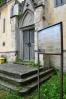 Dočteme se zde, že základní kámen kaple Nalezení Sv. Kříže byl položen 25. dubna 1856 hrabětem Václavem Linckerem z Lutzenwicku. Kaple je postavena v novogotickém stylu a byla dokončena a vysvěcena v roce 1863. Její půdorys má tvar kříže. Dříve se v kapli několikrát do roka sloužily mše svaté.