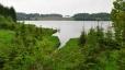 Rybník Velká Kuš byl vbudován v 16. stoleti Václavem Zmrzlíkem ze Svojšína. Rozlohou 52 ha je největším a současně i nejkrásnějším rybníkem na Lnářsku. Jeho písčité dno je pokryto velkými zaoblenými žulovými balvany, z nichž mnohé vyčnívají nad hladinu i při plném napuštění a jsou proto oblíbeným místem odpočinku jak vodního ptactva, tak i rekreantů. Poblíž hráze leží malý, rozsochatými sosnami porostlý ostrůvek. Při zaklesnuté hladině - poloostrůvek - s písčitými plážemi. (převzato z www.lnare.cz)