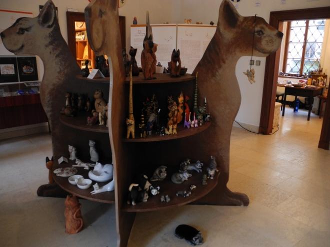 Muzeum kočky skrývá mnoho tváří a podob této uctívané i zatracované šelmy.