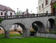 Bývalý dřevěný padací most k Novému zámku byl kolem poloviny 18. století stržen a vybudoval se nový kamenný most, který zdobí sochy 6 světců - sv. Václava, sv. Barbory, sv. Jena Nepomuckého, sv. Vavřince, sv. Šebestiána a sv. Víta.