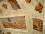 Největším vnitřním prostorem je 240 m² rozlehlý, dvoupatrový Velký sál, který byl rekonstruován v roce 2009. Jeho strop tvoří obrovitá freska, zobrazující svatbu Dia s Hérou za účasti ostatních řeckých bohů.