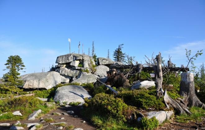 Využívám dokonalého osvětlení, běhám po vrcholu a fotím. Je to skvělá ranní rozcvička.