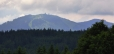 Nejvyšší vrchol Šumavy Velký Javor (1 456m n. m.) lze spatřit i z Hadího vrchu. Ten je vděčným rozhledovým místem.
