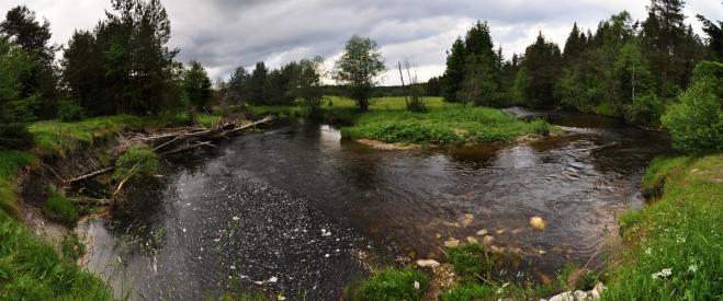 Meandry, především při povodních,  postupně ukusují břehy řeky a mění svoji tvář.