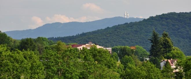 Pomalu se vracíme k Folmavě, kde vrchol Swarzriegelu přebíjí vrchol Herny a bordelu u našich hranic.