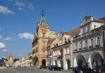 Architektonicky hodnotné jsou gotické a renesanční domy s podloubími a klenutými mázhausy a pozdějšími barokními a rokokovými štíty. Nad průčelími vznikly zděné vikýře s okny a kladkami. Většina domovních štítů vznikla až dodatečně v 2. polovině 19. století. Historické jádro města bylo v roce 1975 prohlášeno za Městskou památkovou rezervaci.