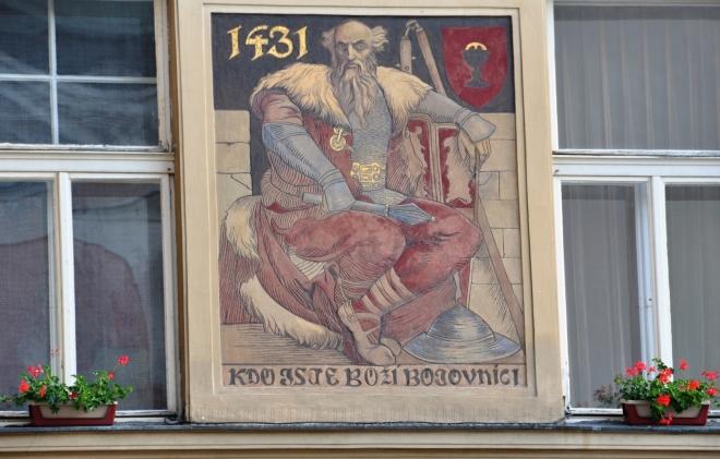 Freska na budově radnice.