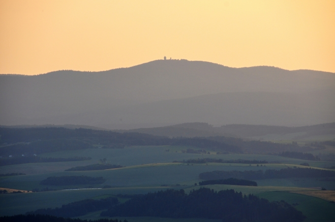 Vrchol Čerchova (1 048 m n. m.).