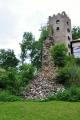 Dnes se zachovala v dobrém stavu pouze hradní věž, která slouží i jako rozhledna. Ta však byla z ruin postavena až dodatečně v místě původního gotického paláce.Za Třicetileté války, v říjnu r. 1620, byl hrad dobyt katolickým vojskem pod velením císařského generála Dona Baltazara de Marradas a stal se oporou císařských. Následně se na panství vystřídala řada majitelů a v r. 1641 byl hrad podruhé dobyt. Tentokrát jej po krátkém obléhání obsadili Švédové pod vedením generálmajora Pfula. Ten na hradě pobyl sice jen několik dní, ale pevnost natolik poničil, že se stavba stala v podstatě neobyvatelnou. Hrad měl ale štěstí a byl ještě znovu opraven a stal se opět oporou císařské posádky.Třicetiletou válkou hrad přesto velmi utrpěl. Byl po jejím ukončení opouštěn a změnil se ve zříceninu.
