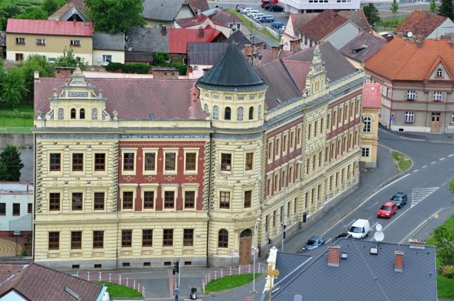 Zajímavá je i budova ZŠ.