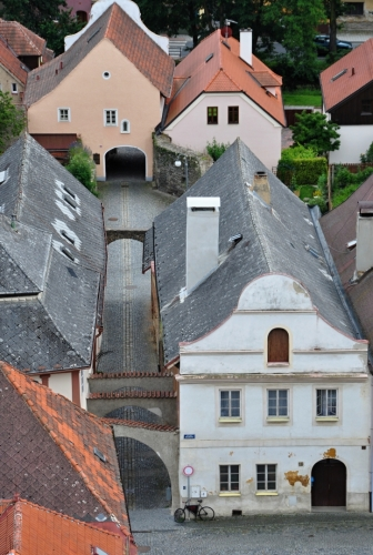 Tato branka byla jako součást městského opevnění předsunutou branou mladšího pozdně gotického opevnění. Byla vykreslena na zobrazení města z roku 1592 jako objekt s vysokým obloučkovým štítem, přístupný po dřevěném mostě. V 19. století byl terén v okolí branky uměle navýšen a stavba upravena na prosté obydlí.