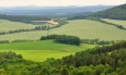 Českému lesu jsme se přece jen vzdálili, přesto i zde patří vzdálené západní panorama především jemu.