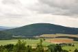 Mohutný masív Doubravy (727 m n. m.) bohužel značení jen podchází. Dříve na vrcholu sídlila radiotechnická rota, dnes je zde pilotní ženevský vysílač pokrývající signálem část členitého Klatovska.