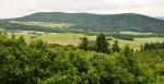 Mezi  Bělčí a Doubravou leží také dlouhý hřbet Bělýšovského lesa. Jedná se o výrazný hřeben, který má dokonce čtyři vrcholy. Jihozápadní vrchol se nazývá Bělýšov. Směrem k severovýchodu se potom táhne dvojvrcholový hřbet nazývaný Říčej, kde vyšší vrchol dosahuje 697 m n. m. a je nejvyšším místem celého Bělýšovského lesa. Na severovýchodě Bělýšovský les končí vrcholem Valba.V jihozápadní části masivu byla zřízena přírodní rezervace Bělýšov. Ta chrání přirozená lesní společenstva a mnoho druhů chráněných rostlin, např. bělozářku liliovitou, lýkovec jedovatý, nebo náprstník velkokvětý. Bělýšovským lesem prochází žlutě značená turistická značka, kterou jsem si prošel při svém vůbec prvním vícedenním vandru začátkem 80-tých let, a kde je krásná především hřebenová cesta přes Říčej.