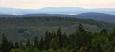 Na opačné severní straně je možné i dnes, za mizerných podmínek, dohlédnout až k Doupovským horám. Jejich vrcholová plošina vznikla z bývalého stratovulkánu, z něhož se však dochovala jen erozí značně rozrušená kaldera.