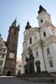 Pětipatrová Černá věž, na kterou míříme, je vysoká 81,6 metrů a byla postavena v letech 1547 - 1555 mistrem Antoněm za účelem signalizace nebezpečí, požárů a také např. postupu nepřátelských vojsk na město. Vlivem mnoha požárů získala věž tmavočerné zbarvení, proto dostala název Černá věž. Legenda praví, že z míst pod Vodojemem byl postaven dřevěný most vedoucí nad střechami domů až ke stavbě věže.