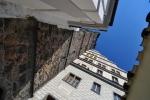 V roce 1855 byla věž osazena hodinami, které zhotovil klatovský mechanik Jan Bošek. Velká ručička těchto hodin měří 2 metry, ručičky a číslice jsou pozlaceny.K ochozu vede 226 schodů a z něho je krásný pohled nejen na město , ale i na panorama Šumavy. Skokem z vysoké věže skončilo svůj život doposud 6 sebevrahů. Zábrany podobné těm na stejnojmenné českobudějovické Černé věži zde nejsou.