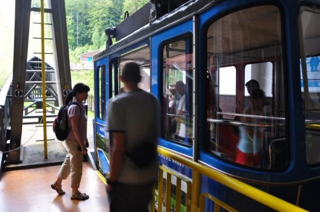 Jde o unikátní dvoukabinovou lanovku založenou na kyvadlovém systému. Jedna kabina unese 35 lidí a dokáže vyvinout rychlost 36 kilometrů za hodinu.