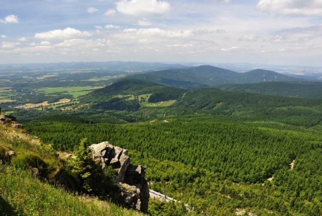Jizerky končí na zàpadě Špičákem a Kančím vrchem.