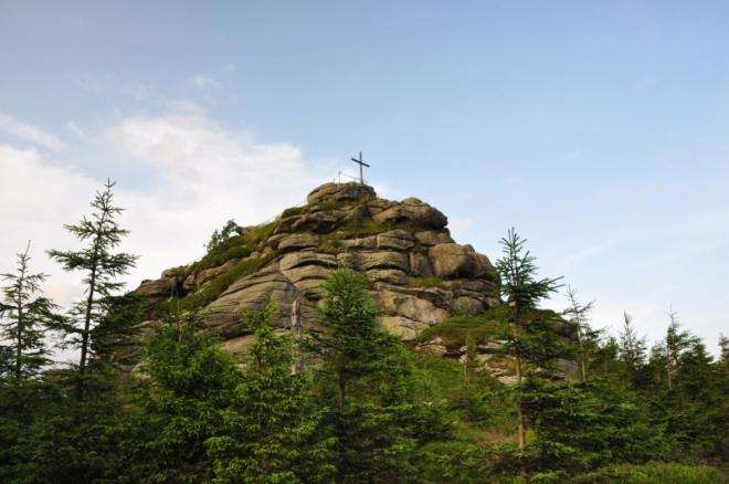 Jizera byla dříve nazývána Bražecký vrch nebo Bražec. Německý název Siechhübel (Siebengiebel) znamená v českém překladu Sedmištít. Tento název patrně odkazoval na mohutnou, poměrně členitou, žulovou skálu na samém vrcholu hory.