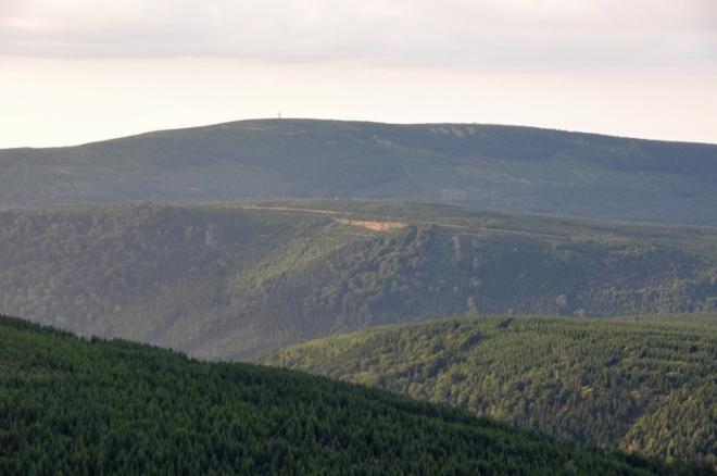 Pohled ke Smrku (1 124 m n. m.) odhaluje co nás čeká zítra.