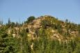 Před námi se brzy objeví Polední kameny (1 007 m n. m.).