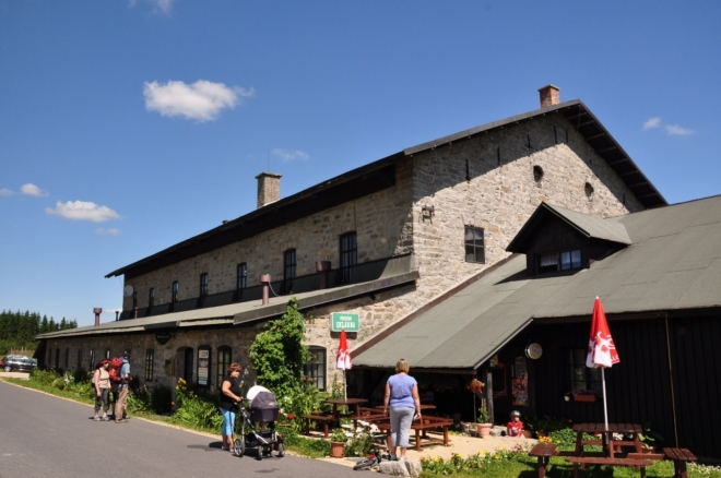 Bývalá sklárna Nová Huť pochází ze počátku 19-tého století a je dnes zajímavým penzionem.