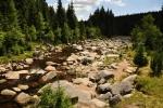 Jizera. Podle této řeky byly pojmenovány Jizerské hory a má starobylý, snad keltský původ. Pramení pod Smrkem v Jizerských horách a poté protéká Velkou jizerskou loukou (NPR Rašeliniště Jizery), kde tvoří v délce asi 15 km česko-polskou hranici. Tuto hranici tvořil celý její horní tok, ale po ustavičných hraničních sporech v letech 1537–1845 o to, který ze dvou pramenů na Smrku je ten pravý, je dnes státní hranice vedena průsekem mezi nimi. Za hlavní pramen je pak považován ten na polské straně.