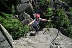 Horolezecké zkušenosti Leně pomáhají. Já hlavně neumím padat, tak se zatím nahoře křečovitě držím kříže a modlím se aby nepovolil.